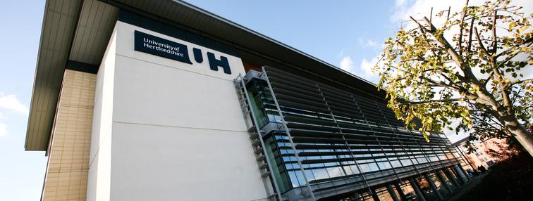 HIBT con đường chuyển tiếp vào Đại học Hertfordshire - Anh Quốc.